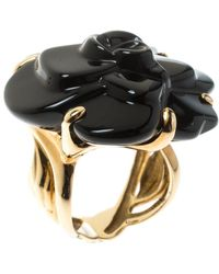 Chanel - Camelia Carved Onyx 18k Yellow Flower Cocktail Gold Ring Size 50 - Lyst