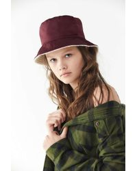 5ace4069f4e4d Urban Outfitters - Nylon + Sherpa Reversible Burgundy Bucket Hat - Lyst