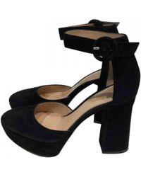4db1c1e9ce5 Lyst - Gianvito Rossi Ankle Strap Kitten Heels in Black