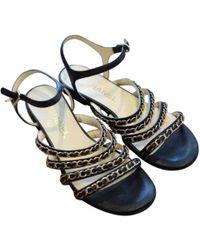 07e640b739402b Chanel Pre-owned Leather Flip Flops in Black - Lyst