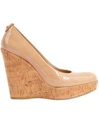 Stuart Weitzman - Beige Patent Leather Heels - Lyst