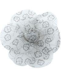 Chanel - Camélia Grey Cloth Pins & Brooches - Lyst