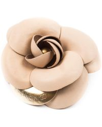 Chanel - Pre-owned Vintage Camélia Beige Leather Pins & Brooches - Lyst