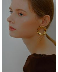 VIOLLINA - Unbalance Round Button Earrings Gold - Lyst