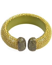 LÁTELITA London - Stingray Cuff Gold Kiwi Peridot - Lyst