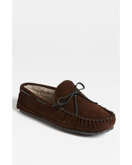 Minnetonka | Brown 'casey' Slipper for Men | Lyst