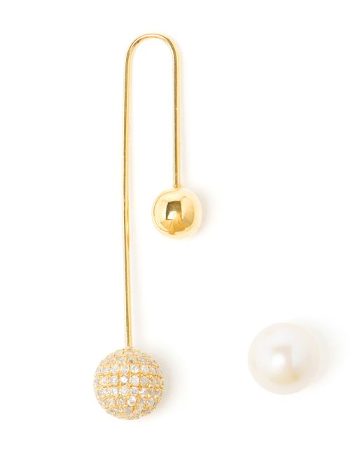 Asherali Knopfer | Metallic 18k Gold, Diamond And Pearl Bar Earring | Lyst