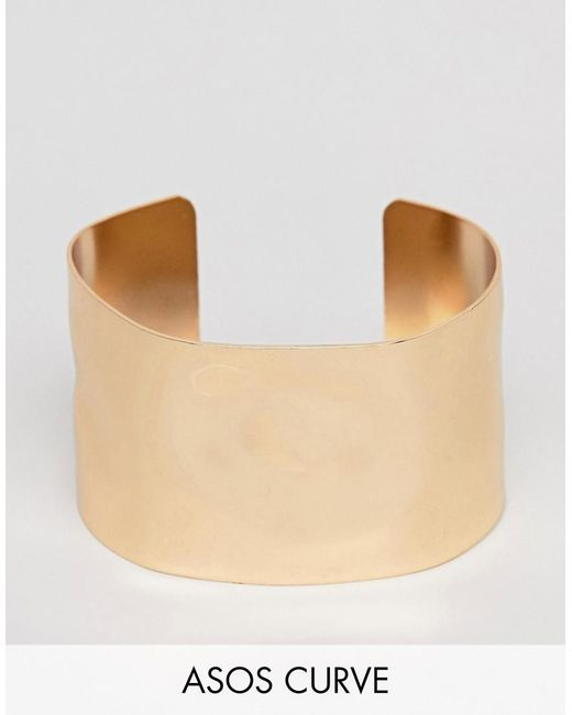 ASOS - Metallic Asos Design Curve Cuff Bracelet With Hammered Detail In Gold - Lyst
