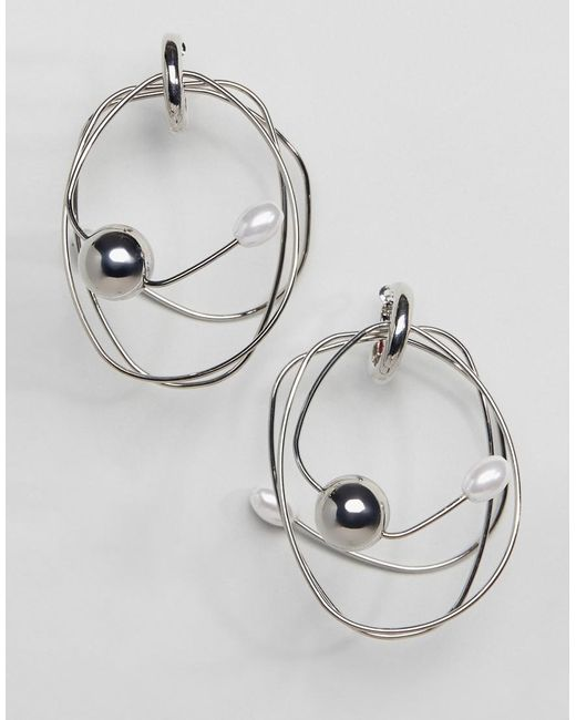 ASOS - Metallic Earrings In Abstract Wire Design With Pearl Detail In Silver - Lyst