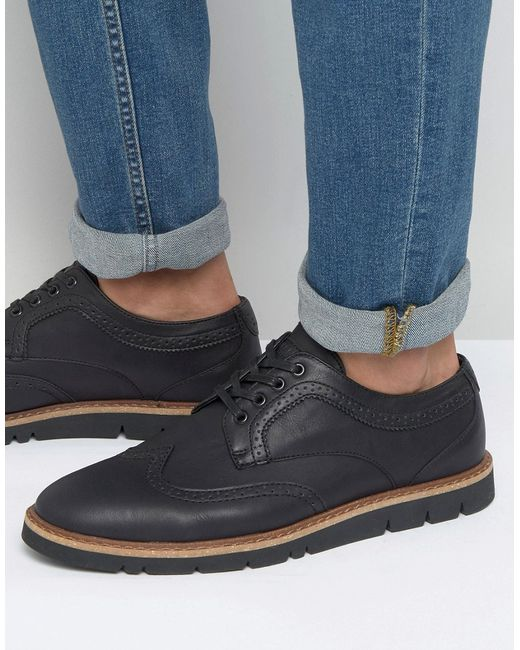 Men's Pull&Bear Shoes Known for its youthful, fresh and affordable street style, Spanish fashion brand Pull & Bear began in Taking inspiration from the latest catwalk styles and urban culture, the brand focuses on creating casual looks for the young at heart.
