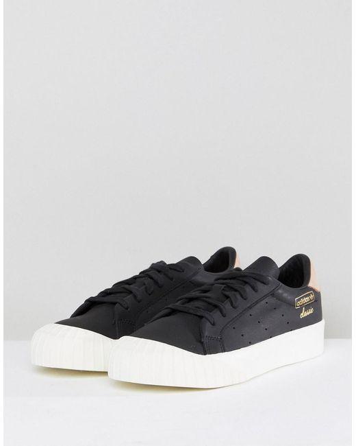 lyst adidas originali originali everyn scarpe in nero, nero