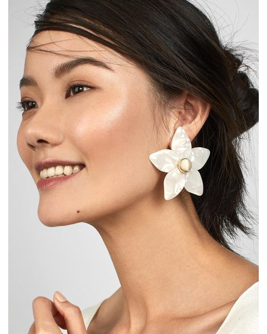 BaubleBar - White Amariella Flower Stud Resin Earrings - Lyst