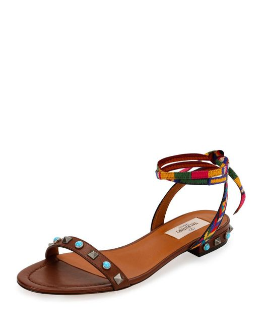 Valentino | Brown Rockstud Rolling Embroidered Flat Sandal | Lyst