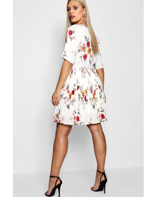 583ba807bbd94 ... Boohoo - White Plus Floral Pleated Skater Dress - Lyst