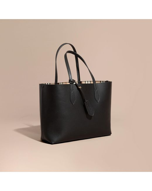 Burberry | The Medium Reversible Tote In Haymarket Check And Leather Black | Lyst