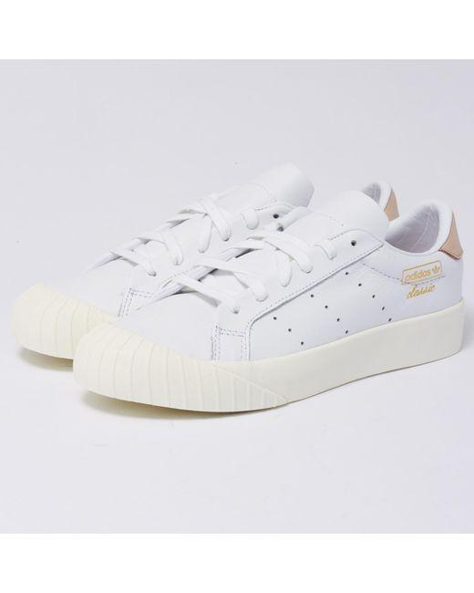 lyst adidas originali di donne everyn scarpe bianche