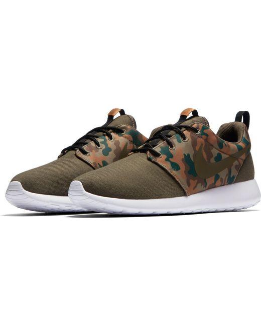 014e9096db31 ... Nike - Green Roshe One Se Camo Shoes for Men - Lyst