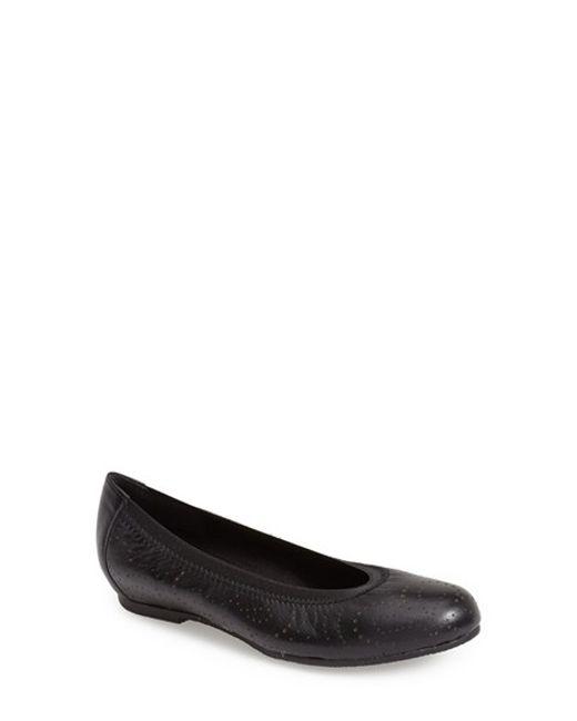 Munro | Black 'brandi' Perforated Leather Flat | Lyst
