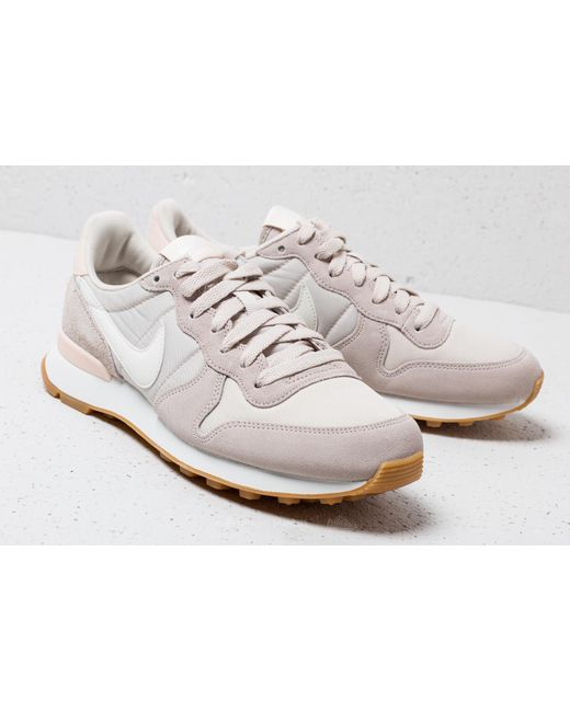 Nike Wmns Internationalist Desert Sand/ Summit White UnRV7i