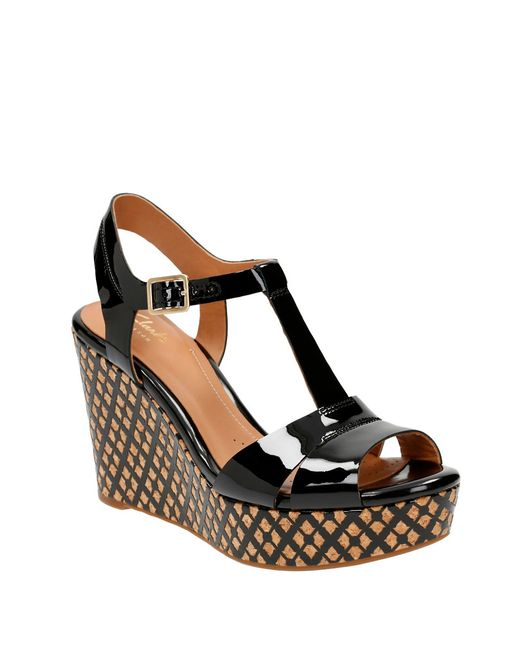 clarks amelia roma patent leather t wedge sandals in