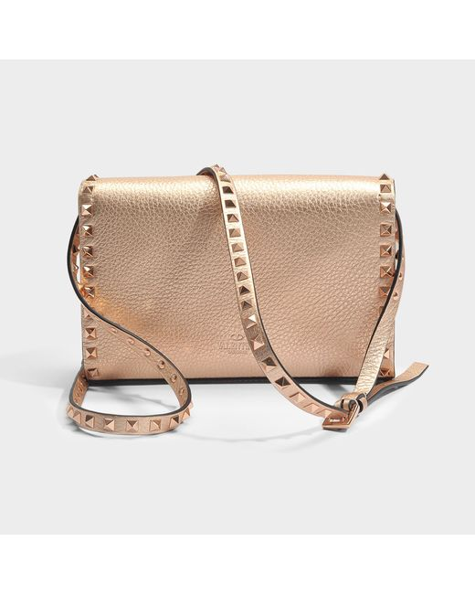Metallic Rockstud Pouch Bag in Gold Grained Metallic Calf Valentino SEArpH68U