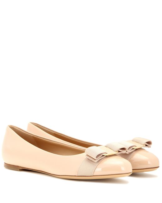 Ferragamo | Natural Varina Patent Leather Ballerinas | Lyst