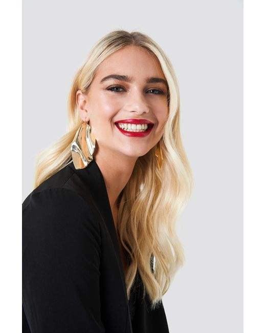 NA-KD - Metallic Oversize Curved Leave Earring - Lyst