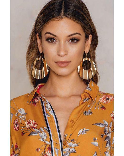 NA-KD | Metallic Big Wavy Hoop Earrings | Lyst