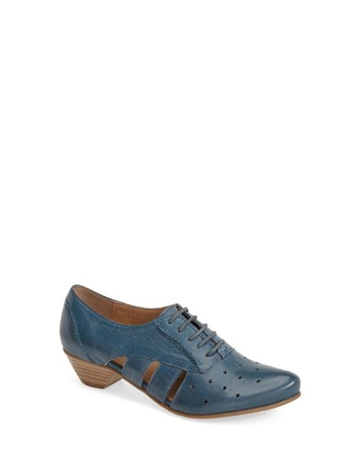 Fidji | Blue 'vo92' Perforated Leather Pump | Lyst