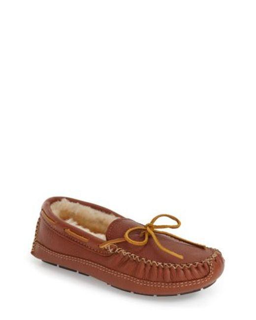 Minnetonka - Brown Genuine Shearling Lined Leather Slipper for Men - Lyst
