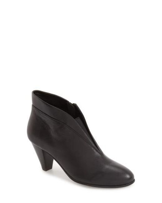 David Tate Women's 'Natalie' V-Cut Zip Bootie