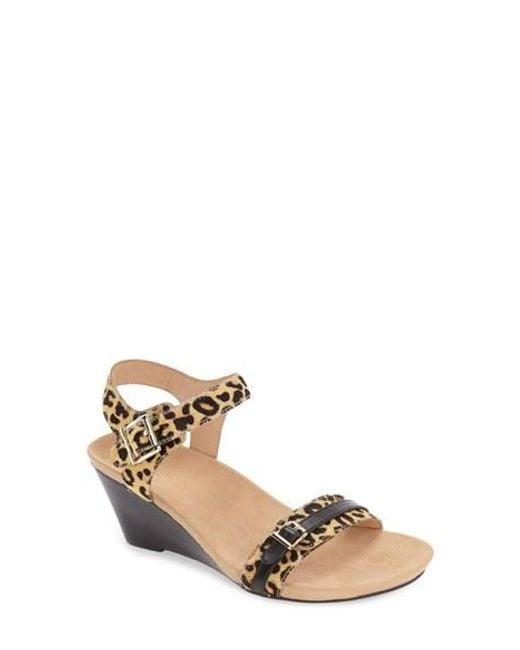 Vionic | Brown 'laurie' Sandal | Lyst