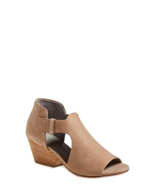Eileen Fisher | Natural Iris Cut-Out Sandals | Lyst