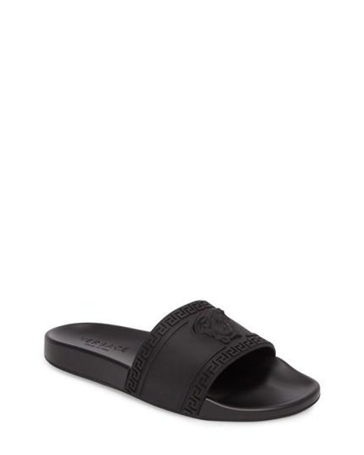 VERSACETEXTURED LEATHER SLIDE SANDALS yOsPfX