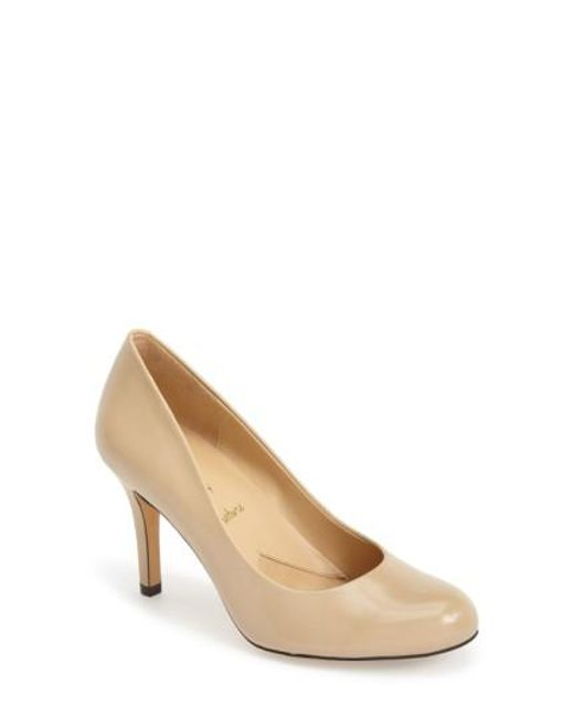 Trotters - Natural 'signature Gigi' Round Toe Pump - Lyst