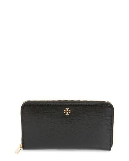 Tory Burch | Black Robinson Patent Leather Continental Wallet | Lyst