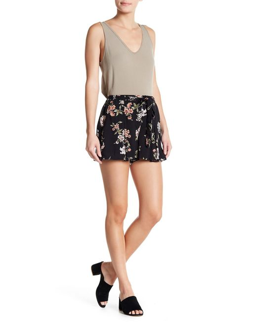 Angie - Black Floral Belted Shorts - Lyst