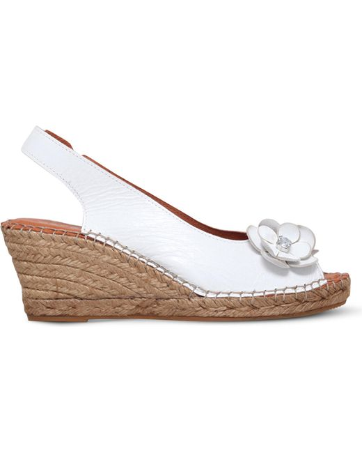 Carvela Kurt Geiger | White Poppy Embellished Leather Wedge Sandals | Lyst