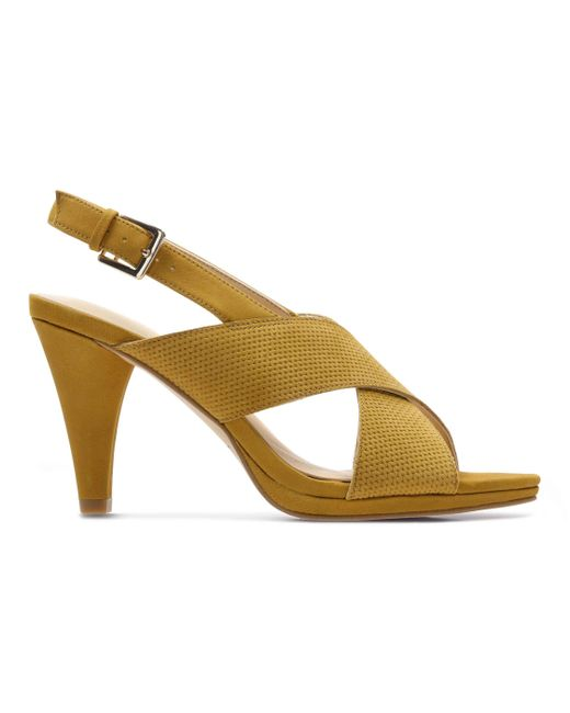 Clarks - Yellow Dalia Lotus Sandaal - Lyst