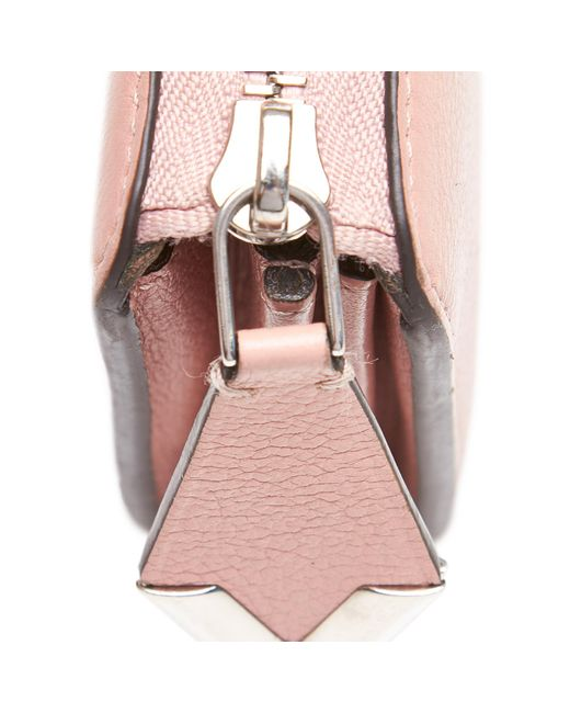 db39ed37d145 ... Louis Vuitton - Pink Veau Cachemire Leather Comete Wallet - Lyst