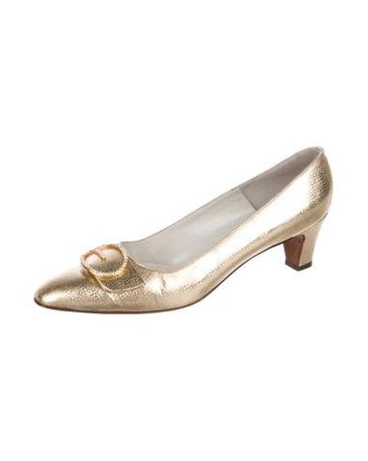 dc7ca3c6ebf ... Roger Vivier - Metallic Embellished Leather Pumps Gold - Lyst ...
