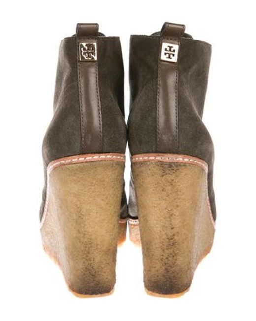 99b9995afd9 ... Tory Burch - Natural Suede Round-toe Wedges Olive - Lyst