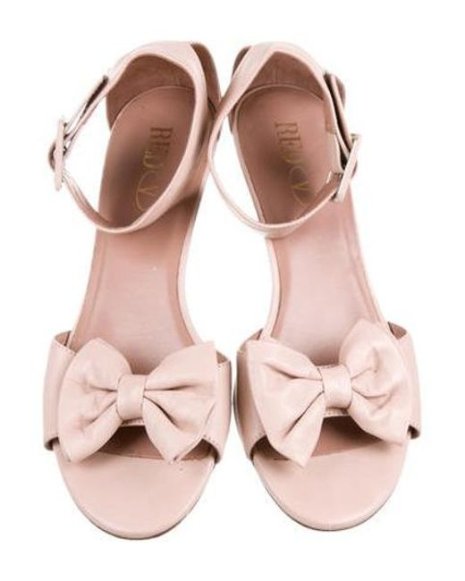 80cc2e3ea1a6 ... RED Valentino - Pink Leather Bowtie Sandals - Lyst ...