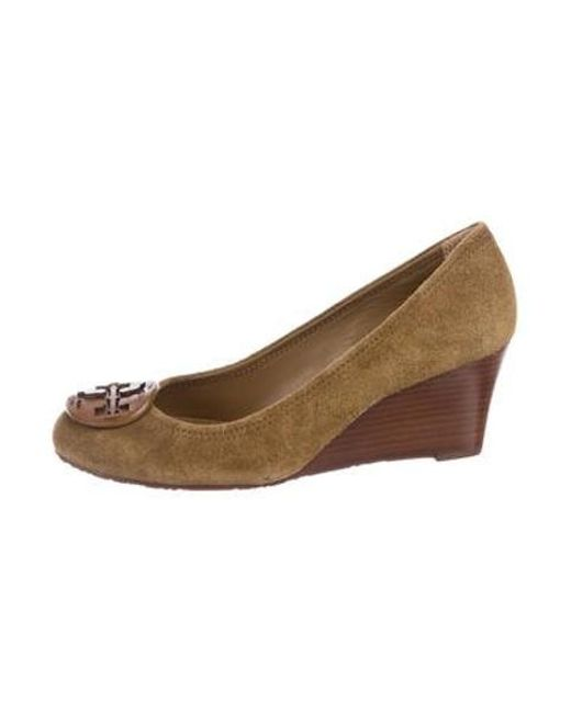 6595fe0eaa6d Tory Burch - Natural Suede Logo Wedges Tan - Lyst ...