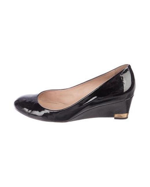 aa487a3e6af9 Tory Burch - Black Patent Leather Round-toe Wedges - Lyst ...