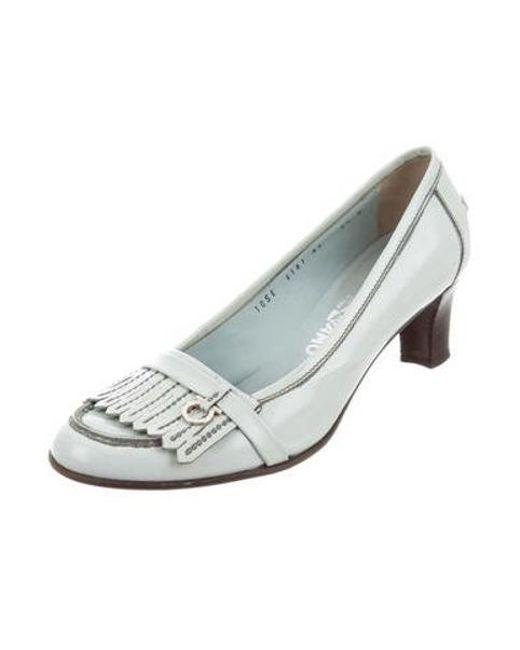 8982d772368 ... Ferragamo - Metallic Leather Round-toe Pumps Silver - Lyst ...