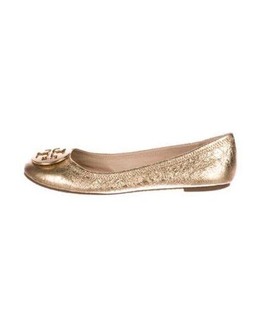 6214345b5338 Tory Burch - Metallic Leather Logo Flats Gold - Lyst ...