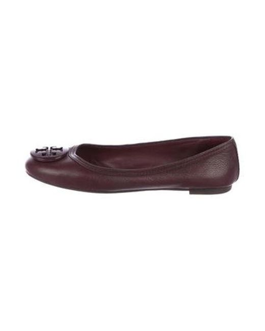 83fd89c3ec4d Tory Burch - Red Leather Logo Flats Burgundy - Lyst ...