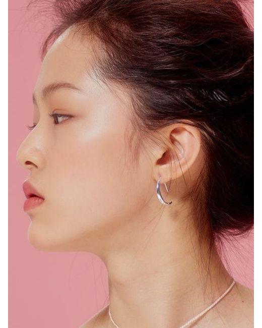 VIOLLINA - Metallic Crescent Moon Silver Earring - Lyst