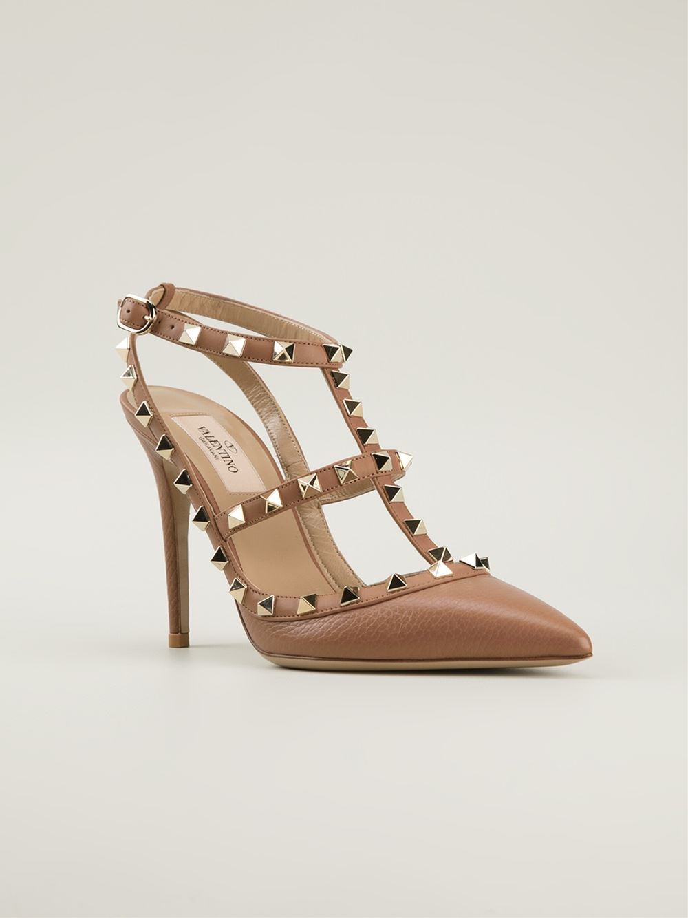 c13e91dc7a609 Lyst - Valentino Rockstud Pumps in Natural